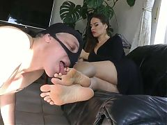 Foot worship for a attractive queen